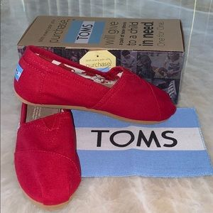 NEVER WORN*** WOMENS TOMS IN CLASSIC RED